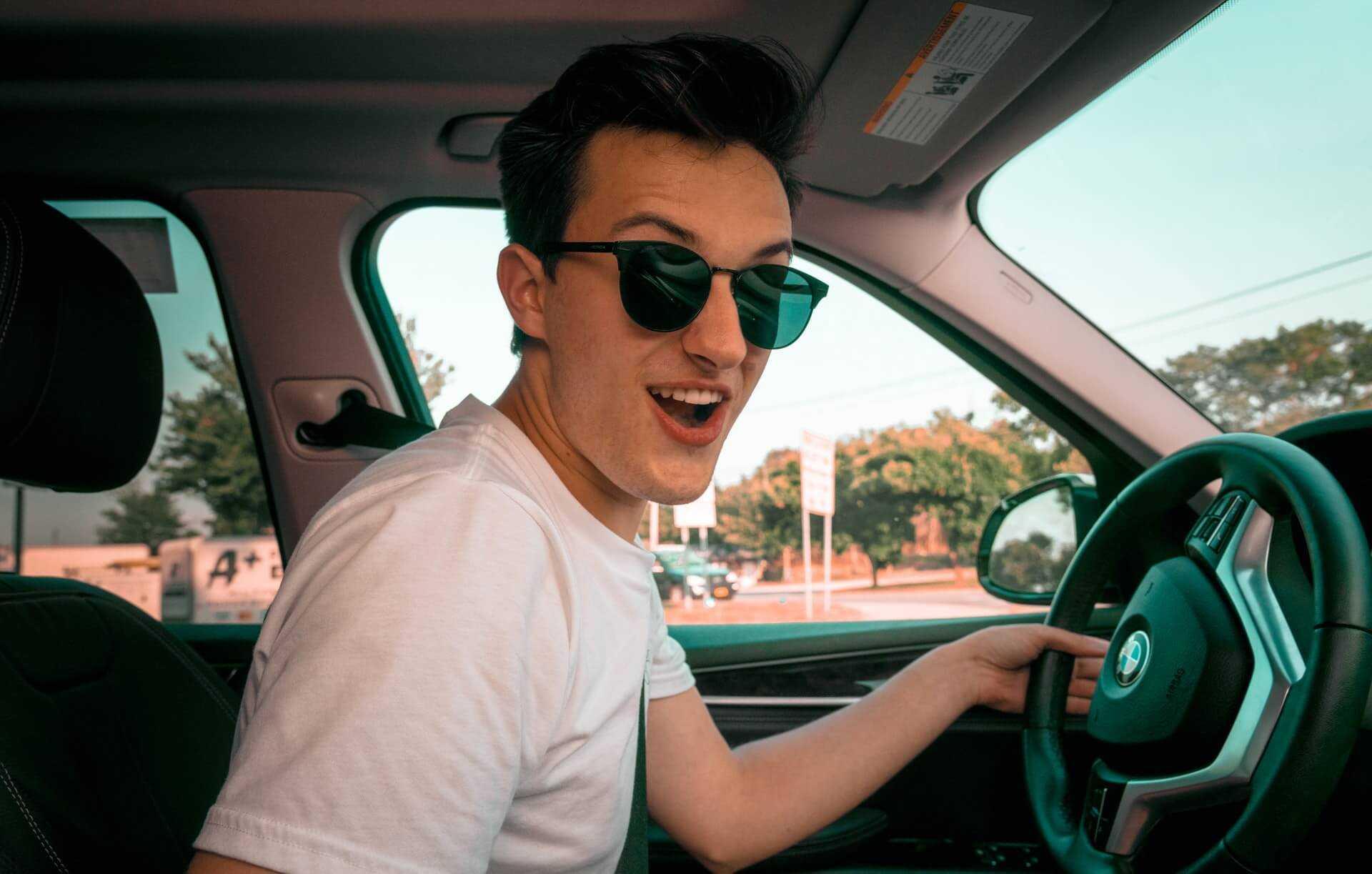 OC dla młodych kierowców w 2021 roku. Dlaczego jest takie drogie?
