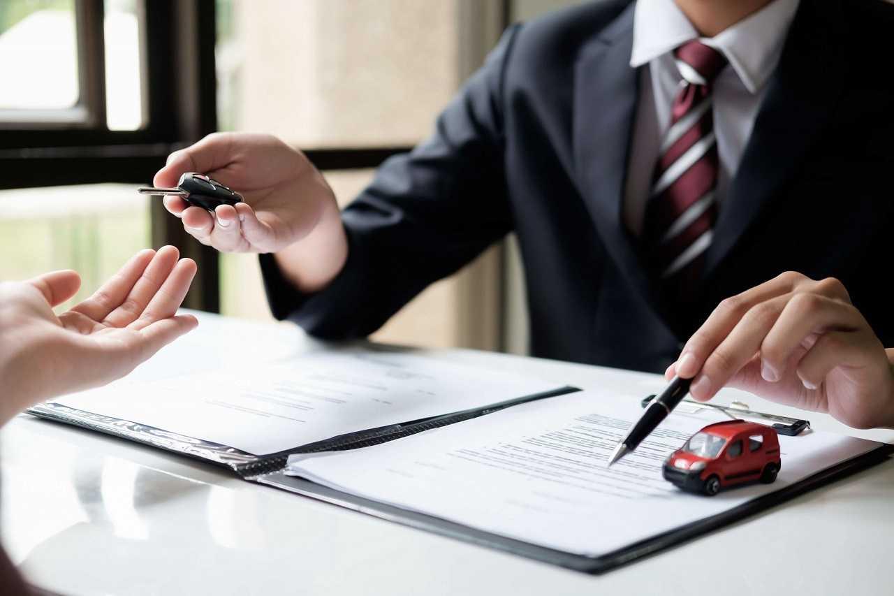 Zakup lub sprzedaż samochodu. Poznaj związane z tym formalności