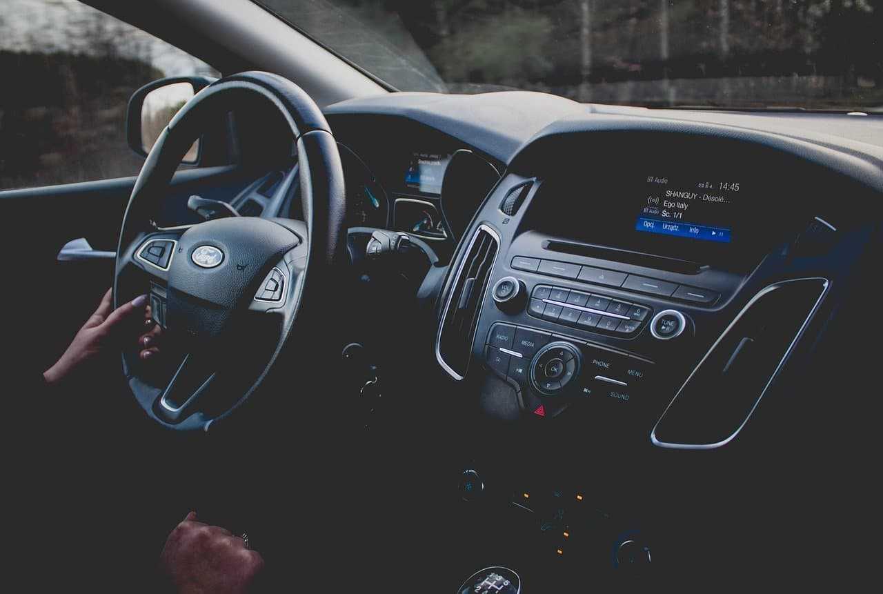 Dekoder VIN, czyli jak łatwo sprawdzić przeszłość samochodu