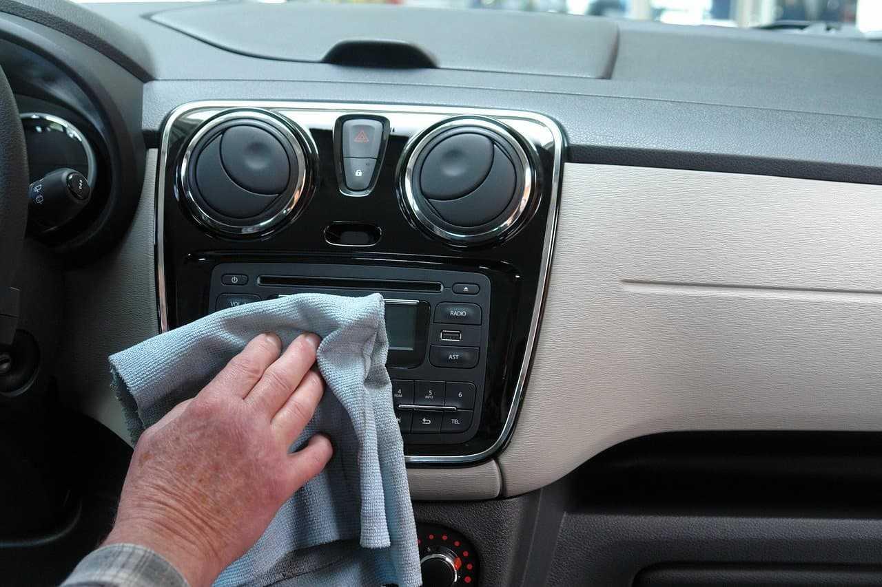 Dezynfekcja samochodu. Jak dbać o czystość wnętrza pojazdu?