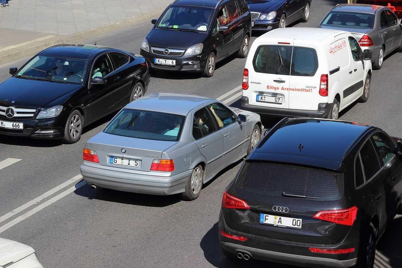 Jazda samochodem po mieście. O czym należy pamiętać?