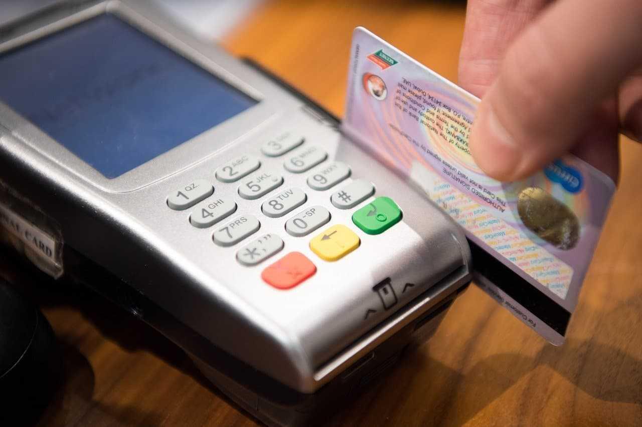 Płatność kartą za granicą. Wady i zalety. Przeczytaj zanim wyjedziesz!