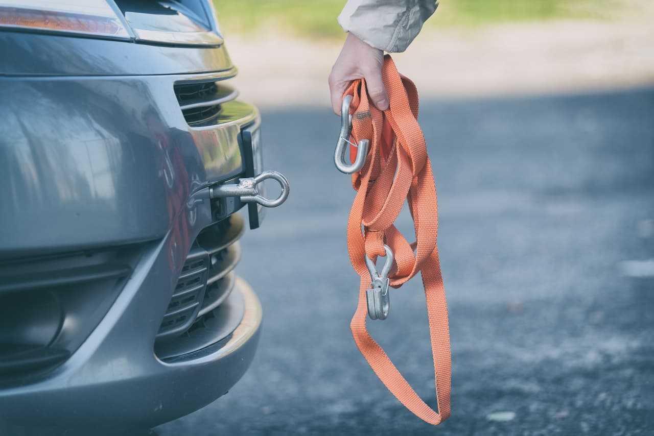 Jak holować auto? Wszystko, co musisz wiedzieć w tym temacie