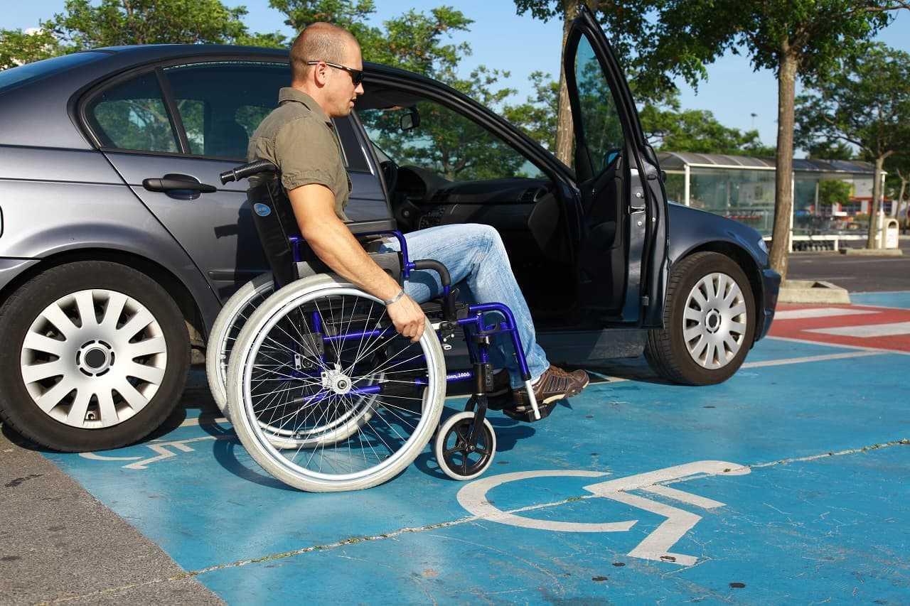 Prawo jazdy dla niepełnosprawnych. Zasady, koszt, przebieg egzaminu