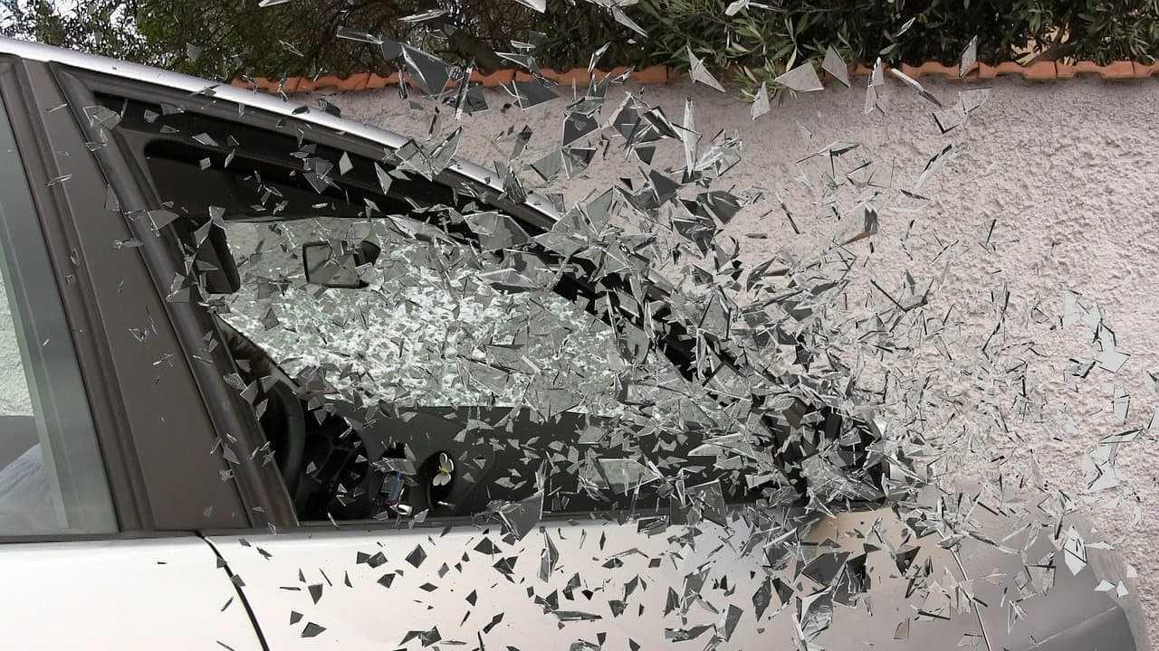Ubezpieczenie szyb samochodowych. Czy warto je mieć?