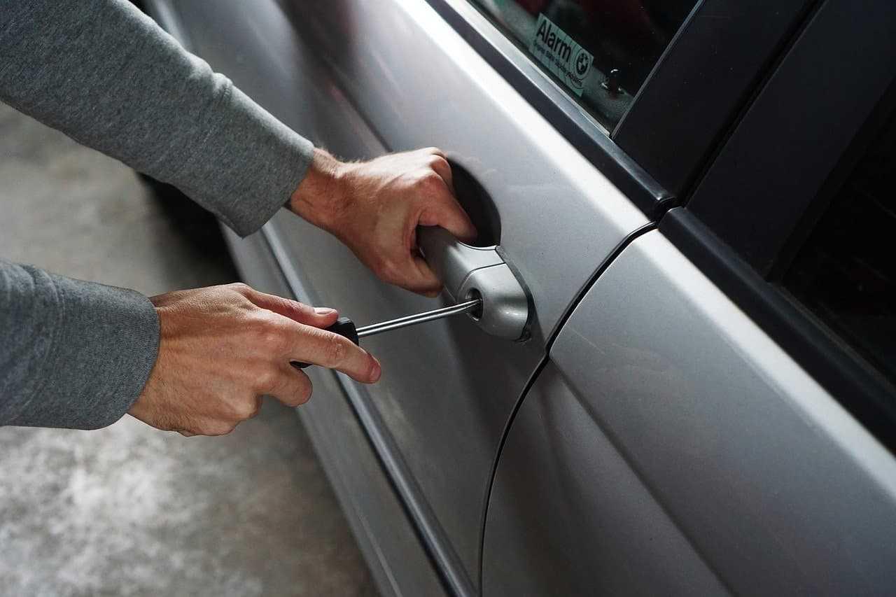 Zabezpieczenie samochodu przed kradzieżą a odszkodowanie. Czy ma związek?