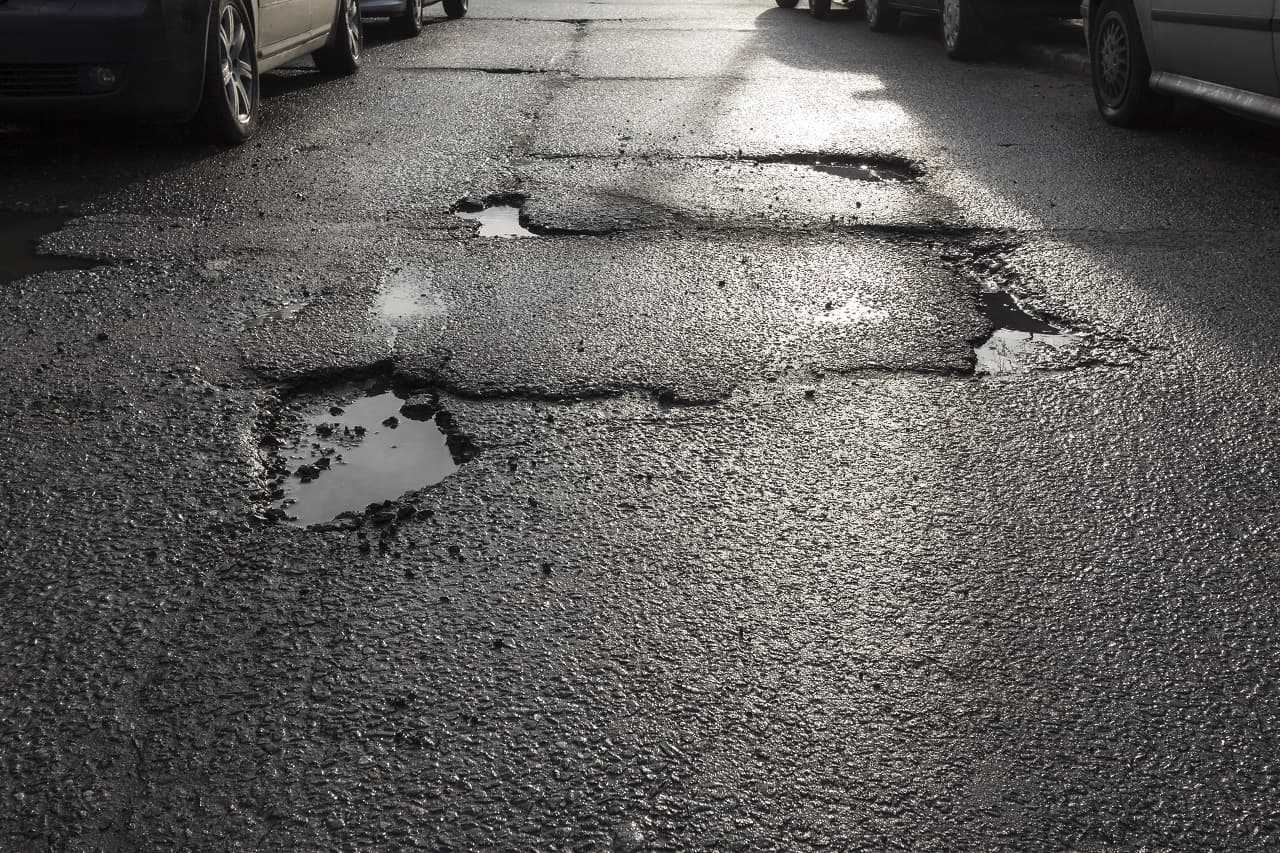 Kto ponosi odpowiedzialność za uszkodzenie pojazdu na drodze publicznej?