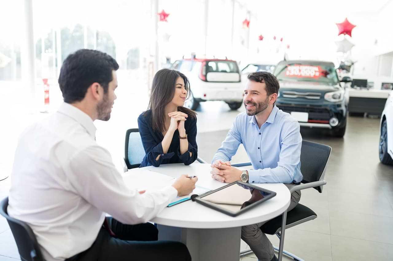 Tani samochód z salonu – czy to możliwe?