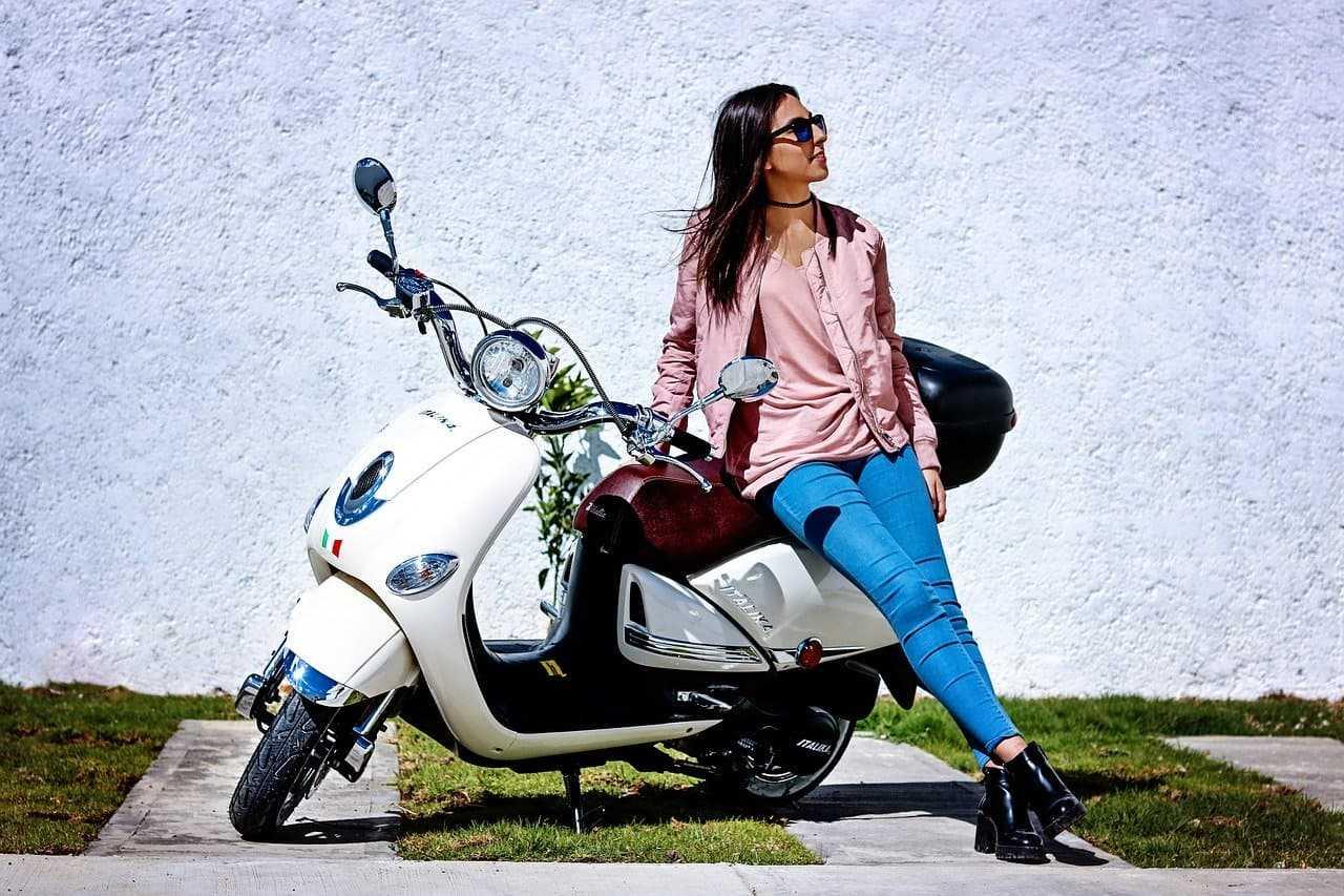 Umowa kupna sprzedaży motocykla. Które informacje musi zawierać, aby była ważna?
