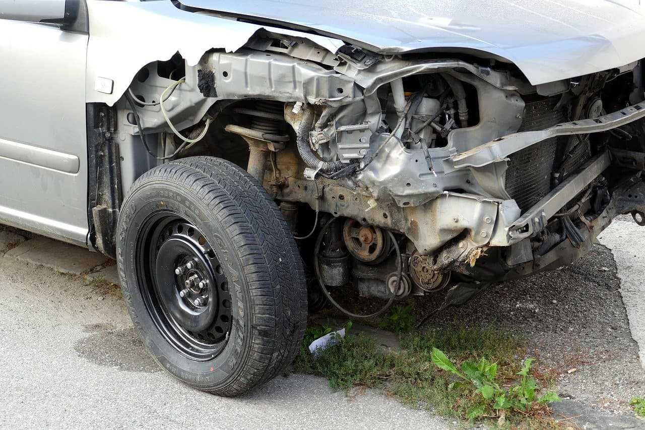 Kiedy kupić uszkodzony samochód i czy to się w ogóle opłaca?