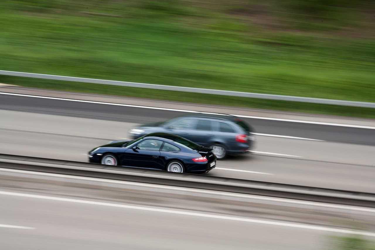 Przekroczenie prędkości a odszkodowanie. Kiedy możesz nie dostać rekompensaty?