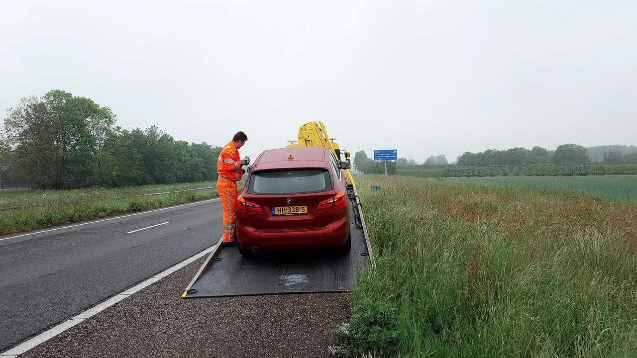 Ubezpieczenie od awarii samochodu assistance. Jak spędzić beztroski urlop, podróżując autem?