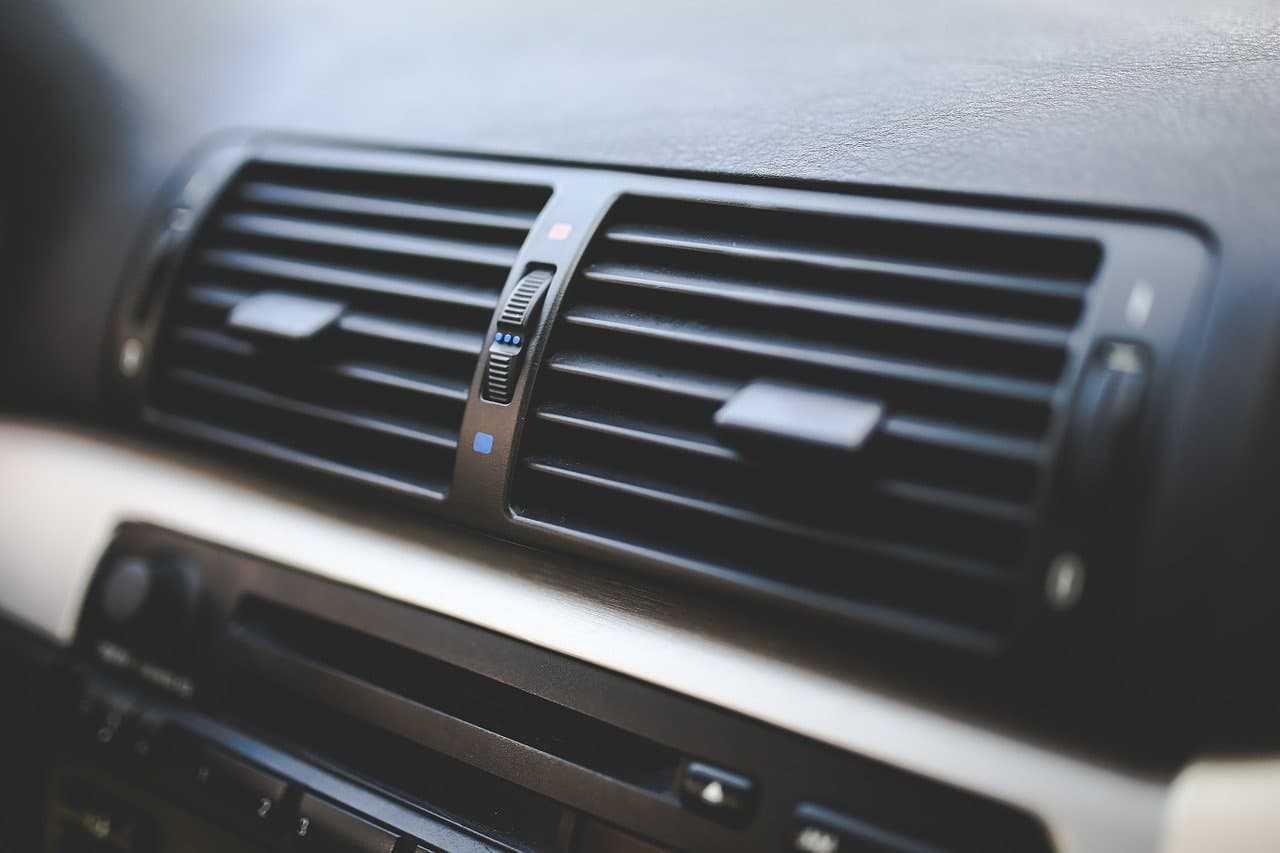 Jak tanio naprawić klimatyzację w samochodzie w kilku krokach?