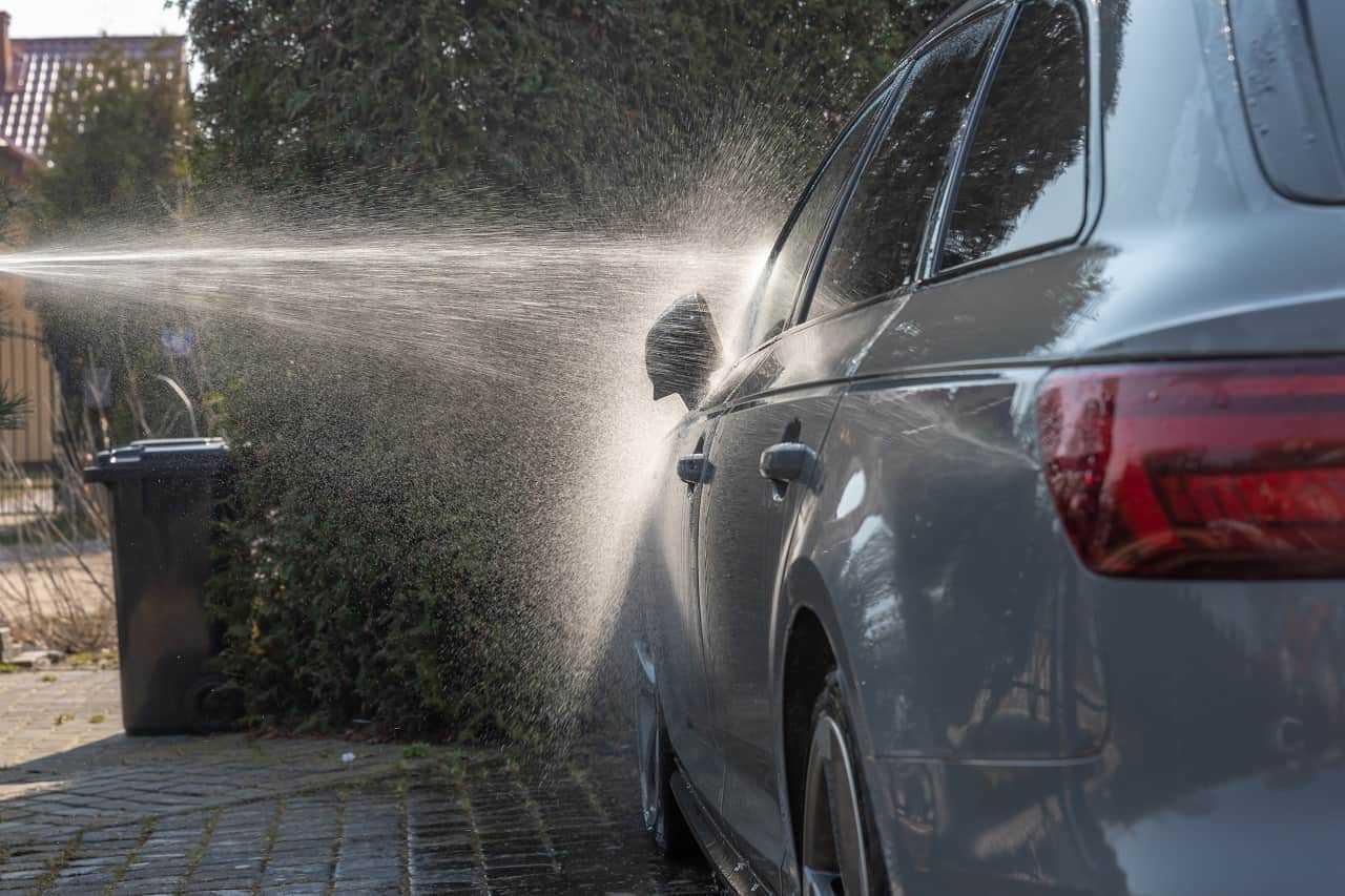 Mycie samochodu na posesji. Kiedy jest dozwolone?