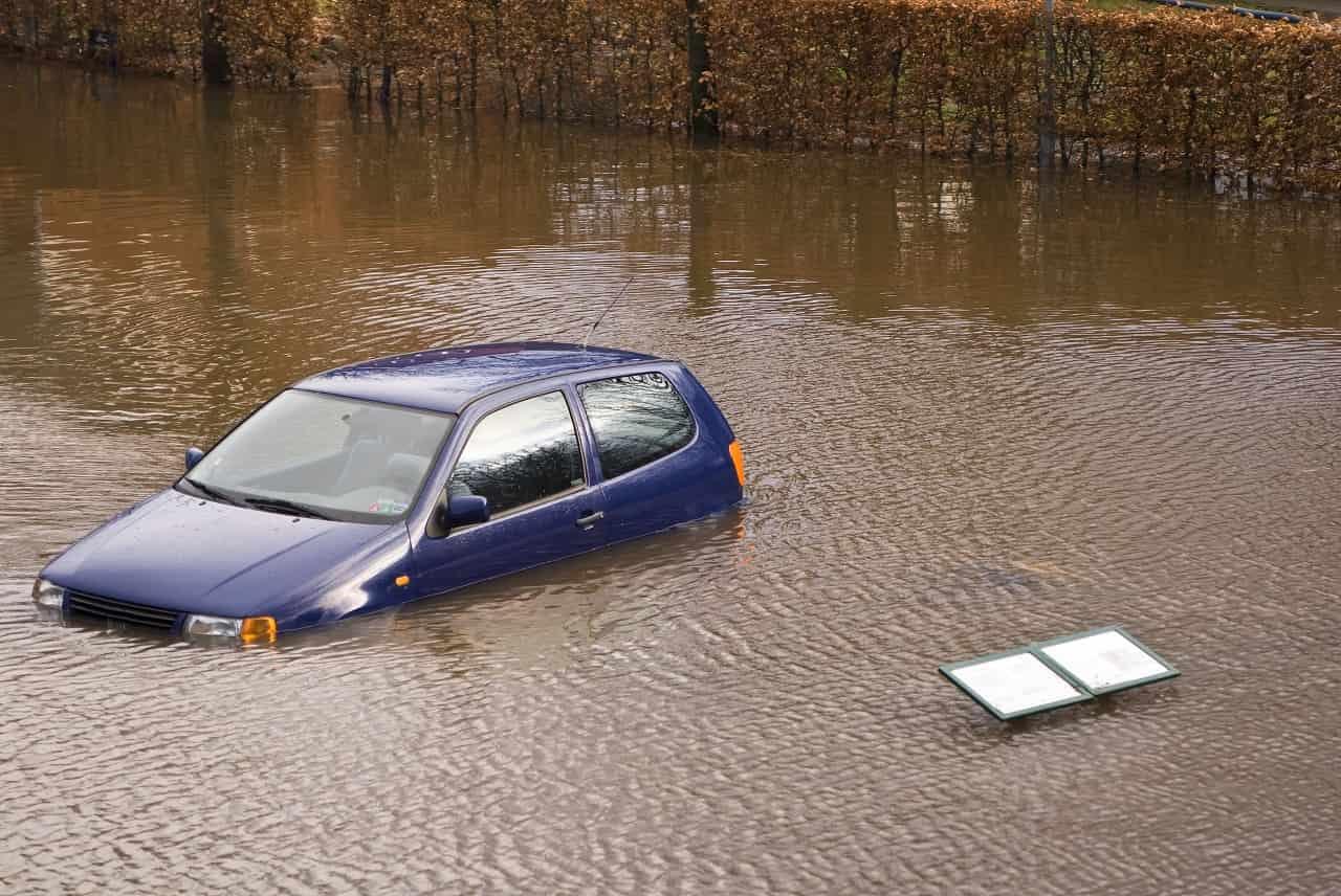 Ubezpieczenie samochodu od powodzi – dlaczego warto je mieć?
