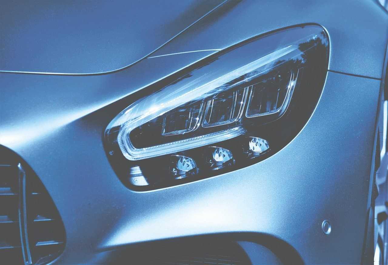 Zasady używania świateł w samochodzie. Sprawdź, ile jeszcze pamiętasz?
