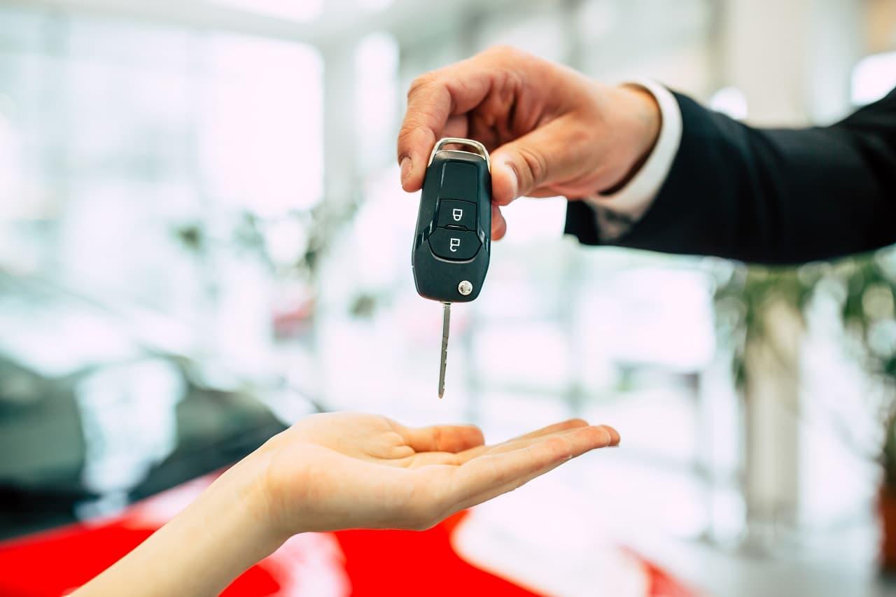 Ubezpieczenie samochodu na wynajem. Co warto wiedzieć zanim wypożyczysz auto?