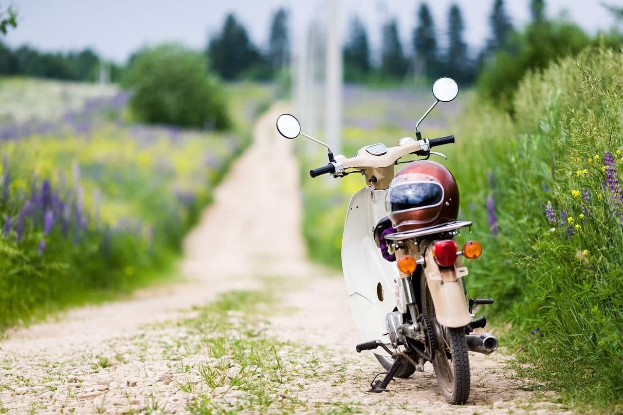 Ubezpieczenie motoroweru. Jak ubezpieczają się właściciele tych jednośladów?