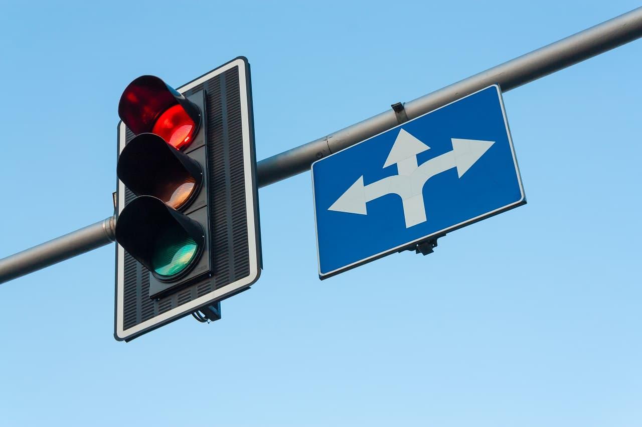 Przejazd na czerwonym świetle – czym może się skończyć dla kierowcy?