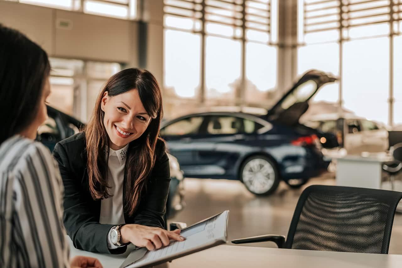Wyprzedaż rocznika – czy taka promocja na samochód się opłaca?