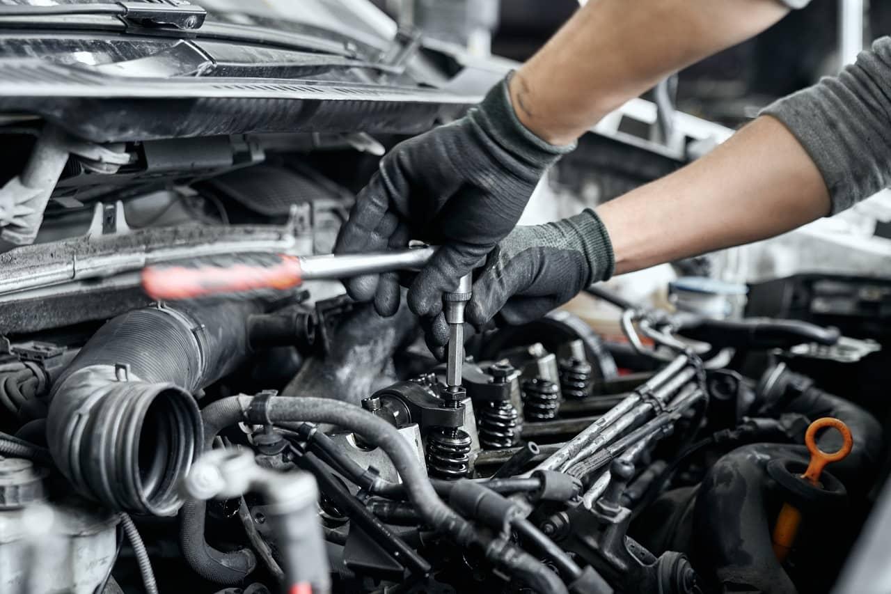 Zatarcie silnika – co oznacza to pojęcie w praktyce? Na co warto uważać?