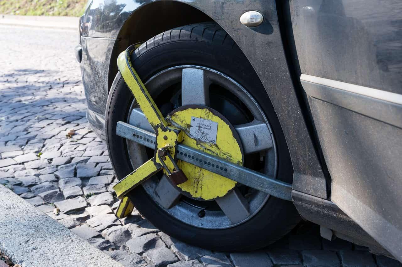 Blokada na koło – kiedy można ją założyć?