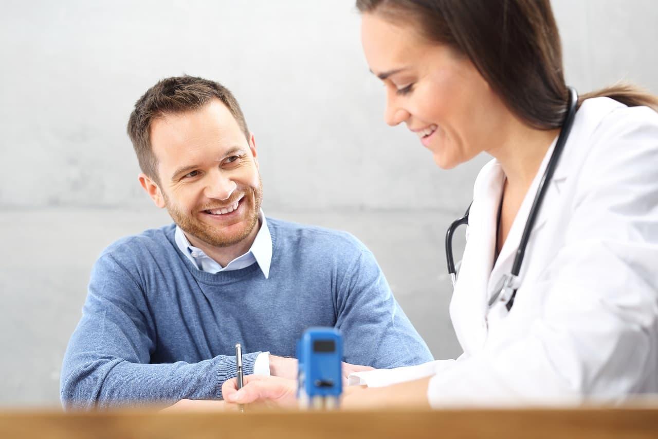 Ile kosztuje ubezpieczenie zdrowotne w NFZ? Kto i jak może się w ten sposób ubezpieczyć?